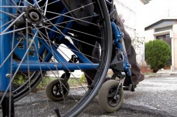 disabile-s-incatena-cancelli-assl-and-quot-cure-negate-in-germania-and-quot