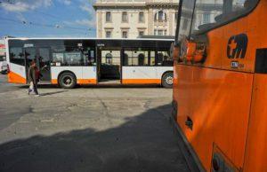 via-mameli-paura-sul-bus-ubriaco-minaccia-passeggeri-col-coltello