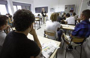 studenti-beccaria-di-carbonia-a-scuola-di-legalit-and-agrave-con-guardia-di-finanza