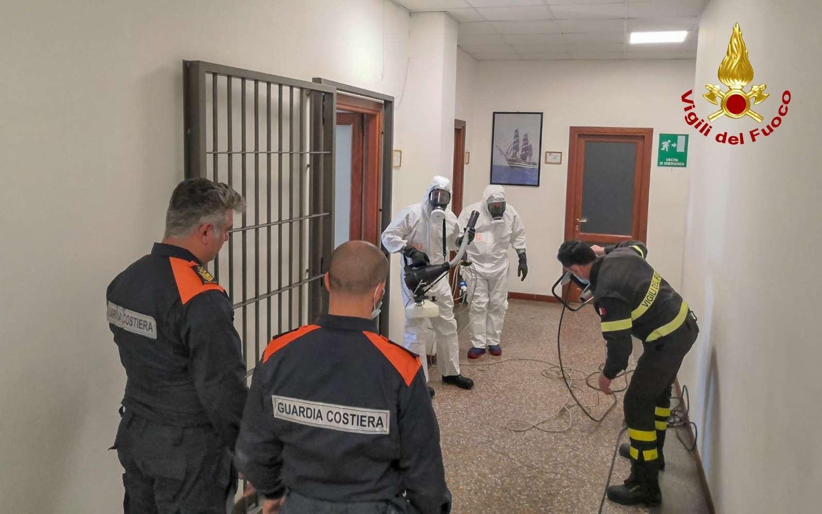 Cagliari: Vigili del fuoco in azione per sanificare la ...